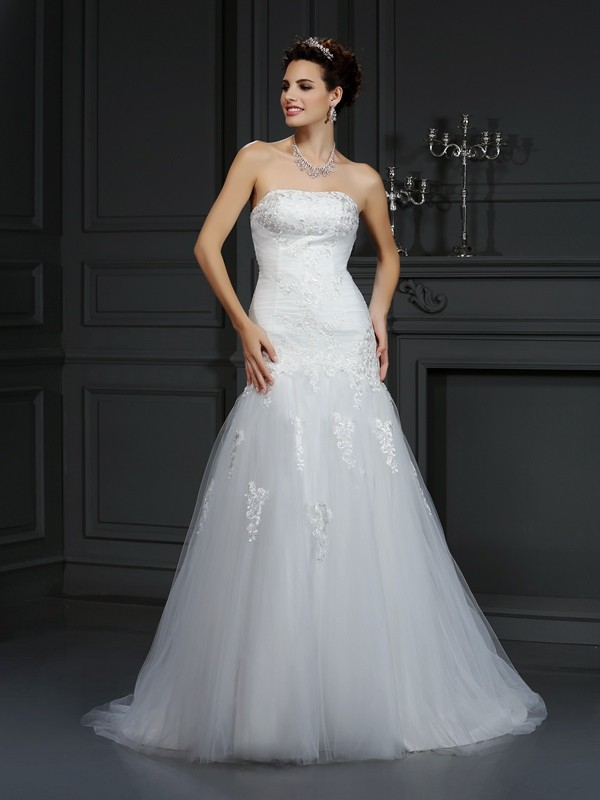 Exquisite Sheath Strapless Lace Sleeveless Long Satin Wedding Dress