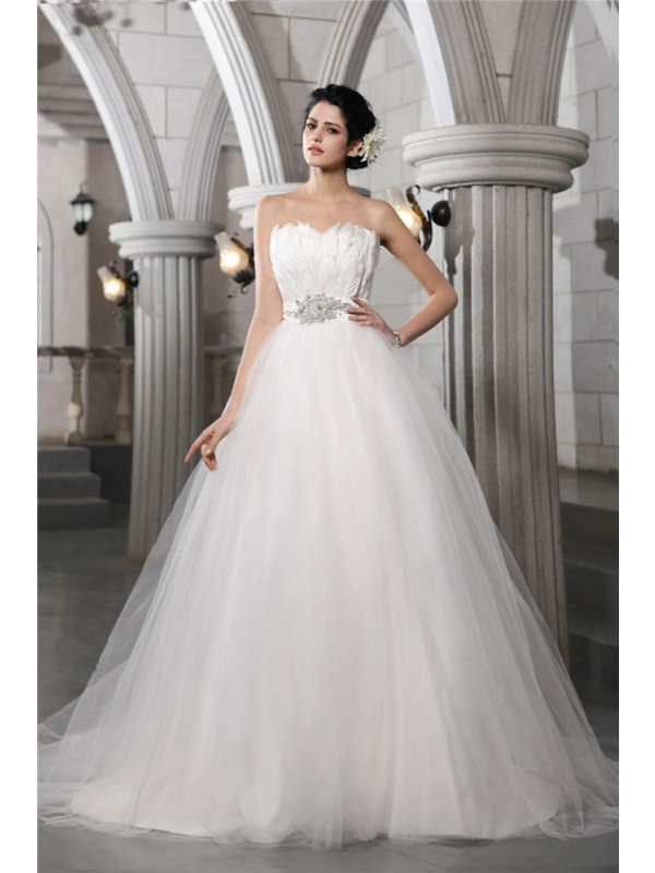 Beautiful Ball Gown Strapless Sleeveless Feather Long Net Wedding Dress