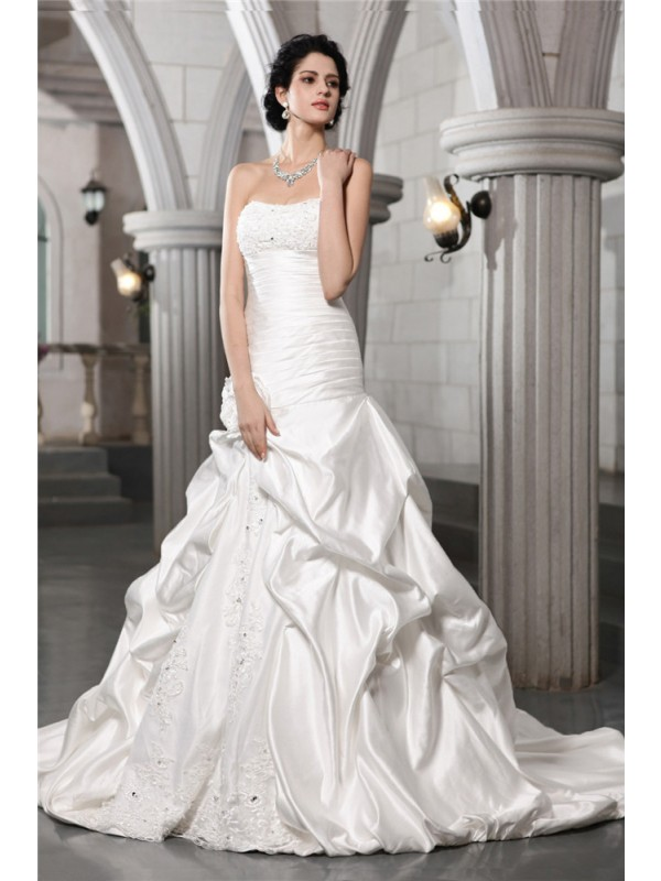 Beautiful A-Line Sleeveless Strapless Long Satin Wedding Dress