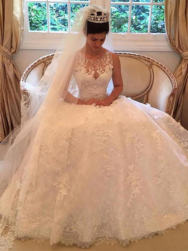Exquisite A-Line Lace Court Train Scoop Sleeveless Wedding Dress