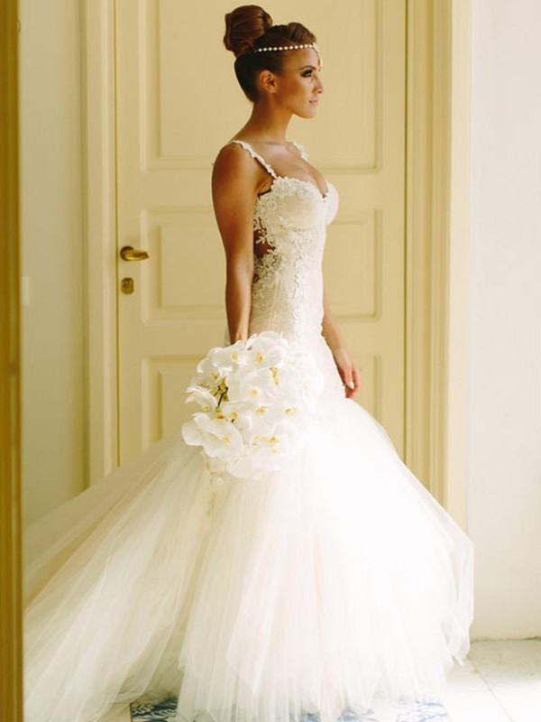 Stunning Mermaid Sleeveless Sweetheart Spaghetti Straps Court Train Lace Tulle Wedding Dress