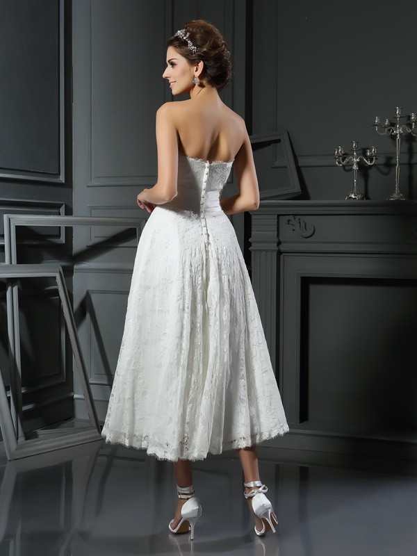 Exquisite A-Line Sweetheart Lace Sleeveless Short Lace Wedding Dress