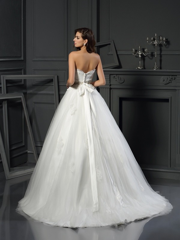 Gorgeous Ball Gown Strapless Sleeveless Long Net Wedding Dress