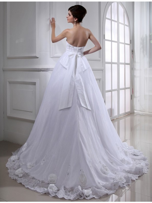 Modest Ball Gown Strapless Sleeveless Long Organza Wedding Dress