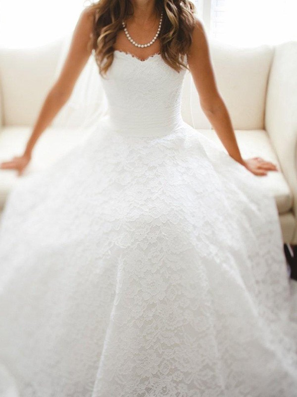 Elegant A-Line Sweetheart Cathedral Train Sleeveless Lace Wedding Dress