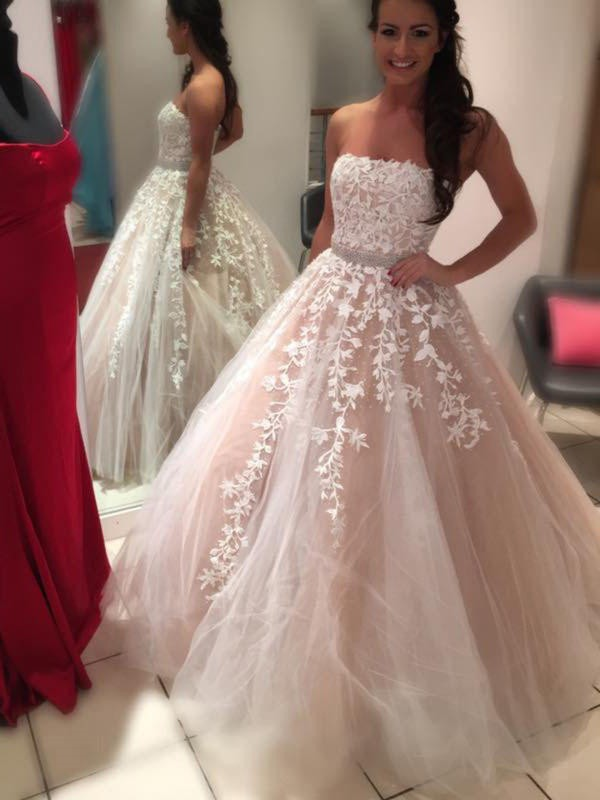 Charming Ball Gown Strapless Sleeveless Floor-Length Tulle Wedding Dress