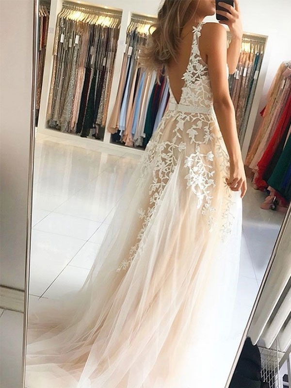 Exquisite A-Line V-neck Sleeveless Sweep/Brush Train Tulle Dress