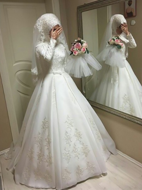 Chic Ball Gown Jewel Long Sleeves Floor-Length Organza Wedding Dress